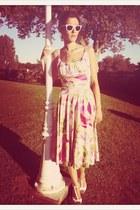 ivory vintage dress - amethyst rayban sunglasses - bubble gum Zara sandals