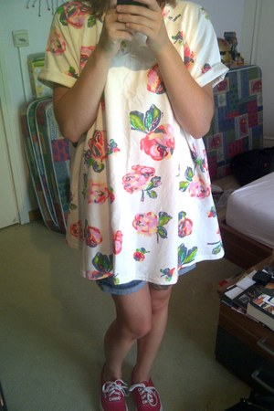 red Vans shoes - white floral dress - navy Pepe Jeans shorts