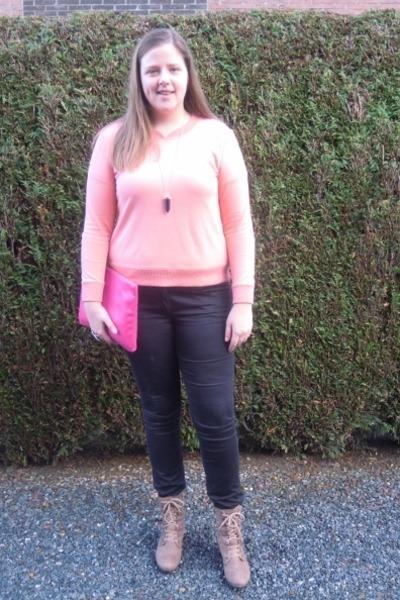507a8e9e0520 Black H&M Pants, Tan Clarks Boots, Light Pink COS Sweaters  