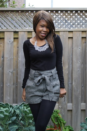 dark gray tweed style Forever21 shorts - black cotton H&M shirt