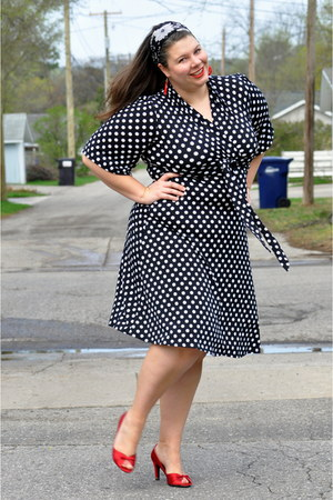 black polka dots thrifted dress - red peep toe thrifted heels
