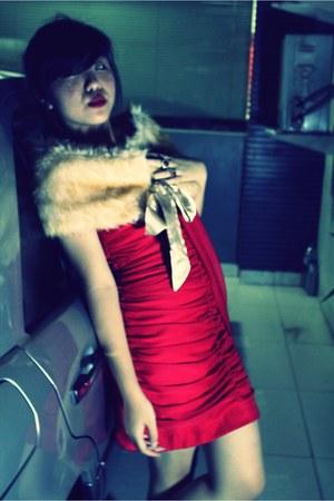 red unbranded dress - beige unbranded cape