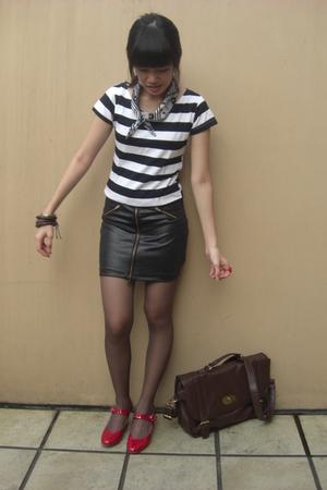 unbranded t-shirt - Jii skirt - unbranded stockings