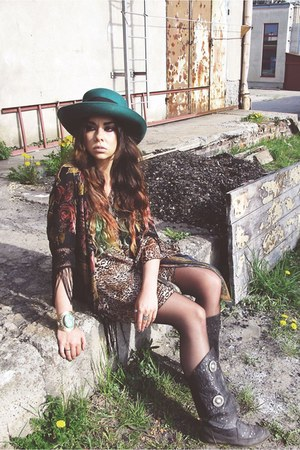 vintage hat - no name dress - vintage bracelet - kimono River Island cape