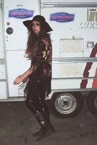 vintage boots - Catarzi hat - vintage t-shirt - fringed kimono River Island cape
