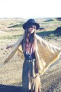 Vintage-hat-gold-vintage-cape-vintage-belt-free-people-pants