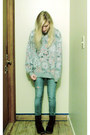 Heather-gray-sweatshirt-navy-velvet-docs-boots-sky-blue-jeans