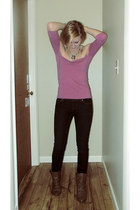 pink Cozmic KillJoy top - light brown boots - navy jeans - aquamarine necklace