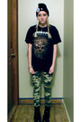 Black-dr-martens-boots-black-hat-army-green-leggings-black-t-shirt