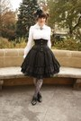 Black-ophelia-without-eye-skirt-white-anna-house-blouse