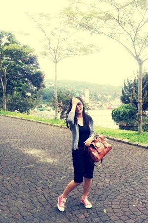 tawny bag - black pants - heather gray cardigan - red Converse sneakers