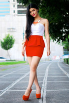 carrot orange skirt - carrot orange necklace - white top - carrot orange pumps