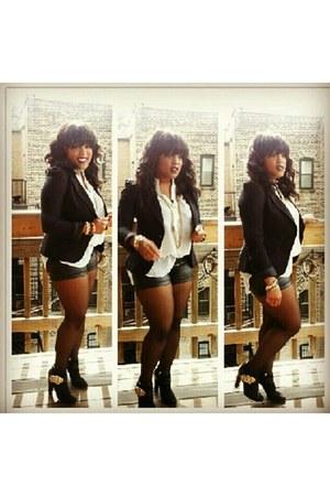 black giuseppe boots - black blazer - black leather shorts