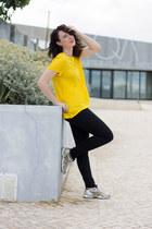 mustard H&M t-shirt - black Zara jeans - white asics sneakers
