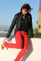 red Stradivarius jeans - black leather Zara jacket - tawny Zara heels