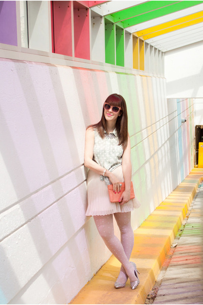 salmon clutch vintage bag - light pink pleats Club Monaco skirt