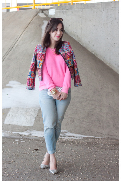 light blue boyfriend jeans Gap jeans - hot pink neon Gap sweater