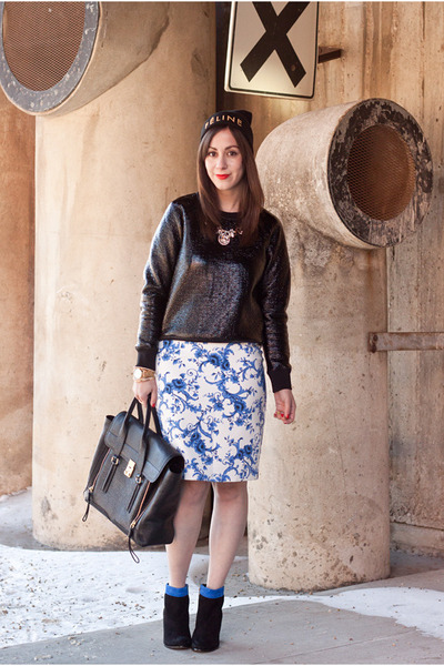 blue floral print Forever 21 skirt - black colorblock sam edelman boots