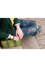 Navy-floral-print-zara-jeans-forest-green-zara-blazer