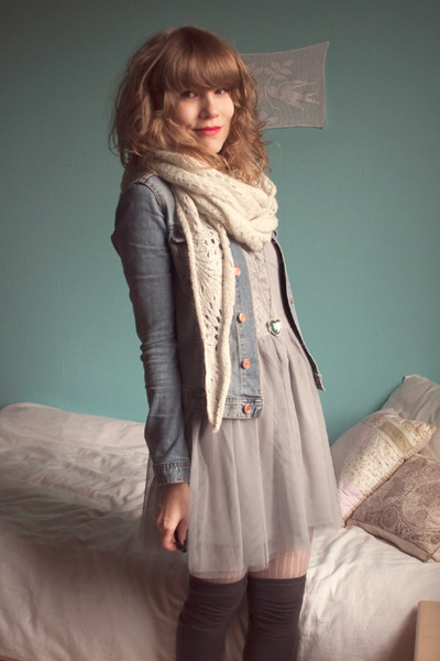 blue H&M jacket - gray Dixi dress - beige Pimkie leggings - white H&M scarf