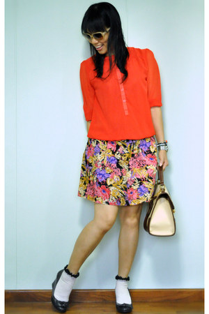 red top - eggshell bag - amethyst cotton on skirt - black Payless wedges