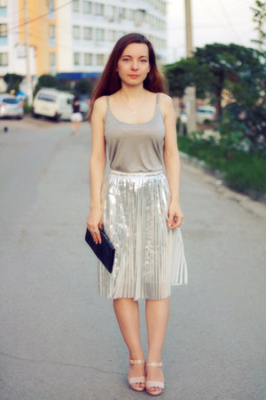 heather gray Front Row Shop top - silver Front Row Shop skirt