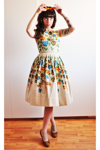 50s floral vintage dress - brown suede caprice pumps
