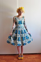 50s blue roses vintage dress - yellow heart sandal Swedish Hasbeens clogs