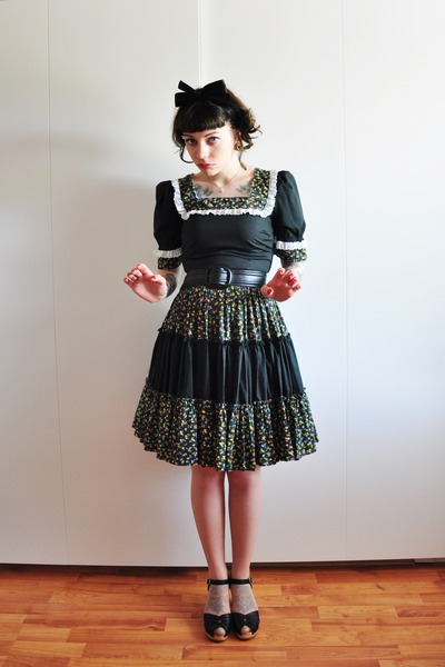 vintage dress - black Swedish Hasbeens clogs