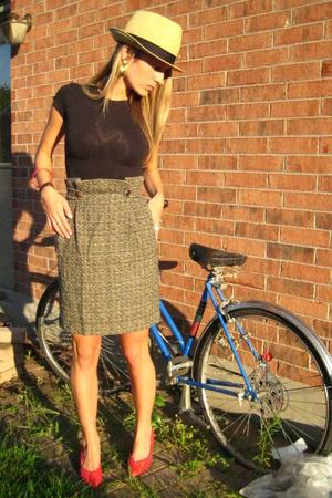 vintage shoes - H & M t-shirt - vintage skirt