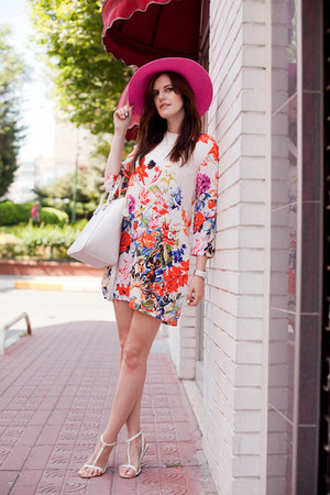 hot pink River Island hat - white 6ks dress