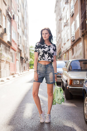 white PERSUNMALL t-shirt - lime green Modparade bag - periwinkle Boohoo shorts
