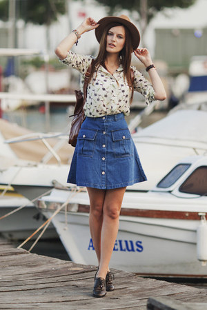 navy romwe skirt - cream romwe blouse