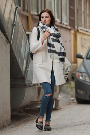 cream romwe coat - white romwe scarf