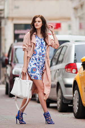 beige Front Row Shop coat - blue Zara sandals