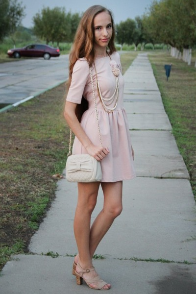 light pink Zara dress - off white Bershka bag - peach Forever 21 necklace