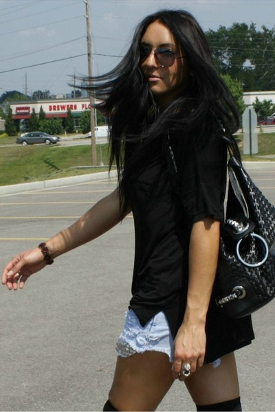 Alexander Wang shirt - vintage levis shorts - vintage necklace - Fausta Moretti