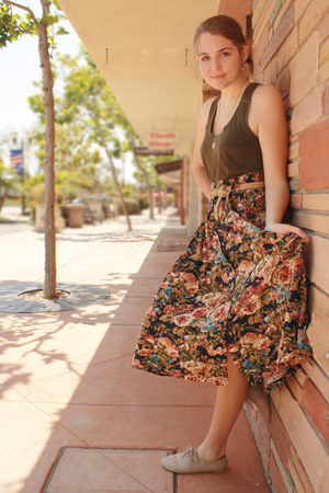 peach floral good will skirt - army green sleeveless Forever 21 shirt