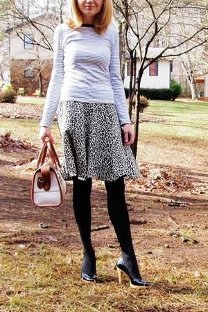 dark brown purse - white striped Gap t-shirt