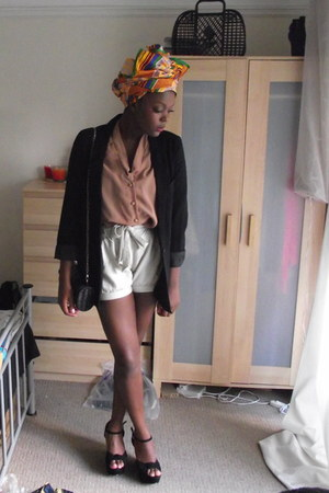 H&M shorts - H&M blazer - Primark blouse
