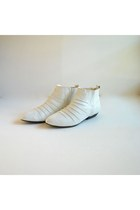 White Vintage Boots
