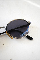 Black Vintage Sunglasses