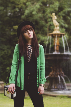 black new look jeans - green greenelegant River Island shirt