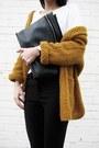 Dark-khaki-banggood-sweater-black-banggood-bag