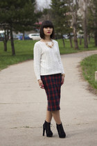 gold PERSUNMALL necklace - off white H&M sweater - crimson Zara skirt