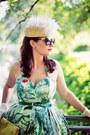 Green-emily-fin-dress-beige-catarzi-hat-yellow-zara-bag-red-zara-heels