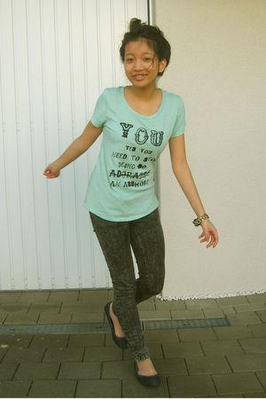 green t-shirt - black Zara pants - blue Pimkie shoes