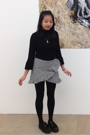 black creepers shoes - black H&M sweater - black ruffled Zara skirt