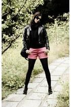 coral Uniqlo shorts - black H&M sweater