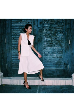 white pleated skirt Goodwill skirt - white Trouve  Nordstrom blazer
